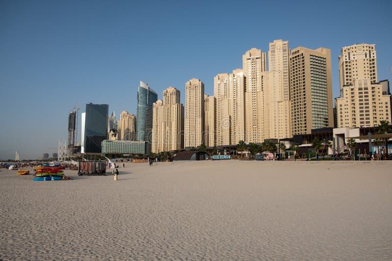 De mening van het de jachthavenstrand van Doubai, Verenigde Arabische Emiraten stock afbeelding