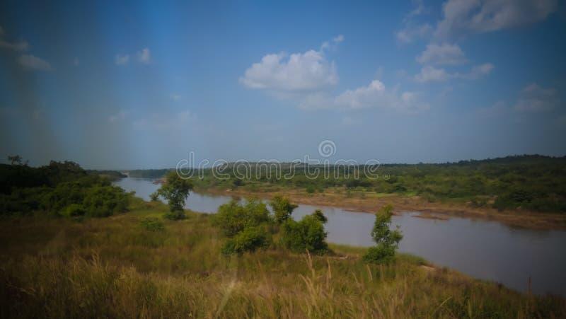 De mening van het landschapspanorama aan Oti-rivier, schatplichtige van de rivier van Volta, Sabari, Ghana royalty-vrije stock foto