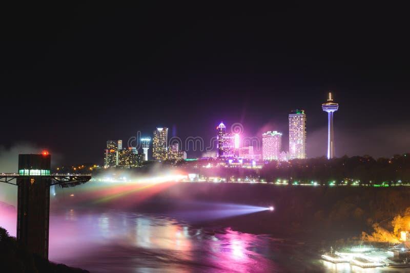 De Mening van het nachtlandschap over Niagara-stad royalty-vrije stock afbeelding