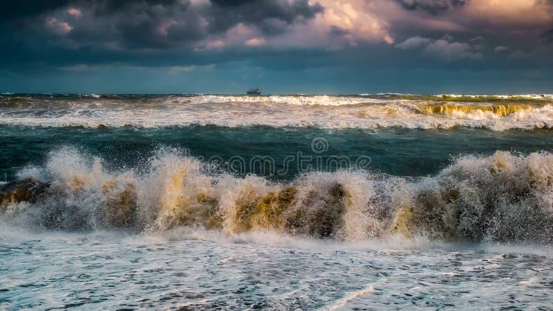 De mening van het onweerszeegezicht stock afbeelding