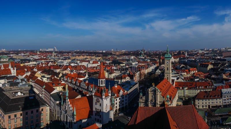 De mening van het panorama van de stadscentrum van München stock foto