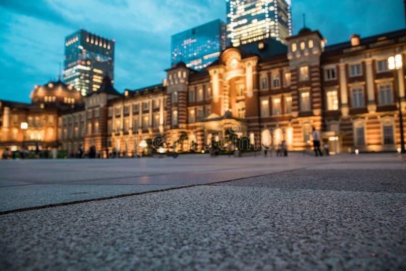 De mening van het de Postplein van Tokyo tijdens schemering Selectieve nadruk De richtlijn van het landschap royalty-vrije stock fotografie
