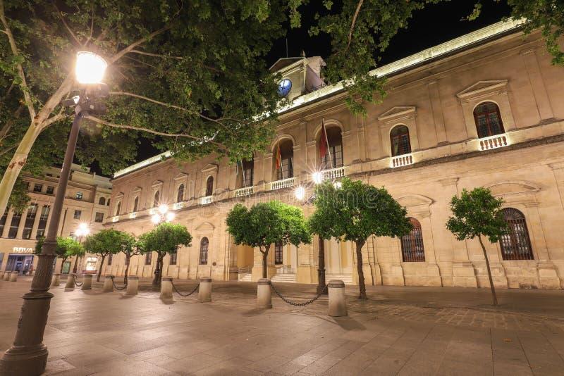De mening van het stadhuis van Sevilla, in plateresque stijl wordt gebouwd, in San Francisco Square, Spanje dat royalty-vrije stock afbeeldingen