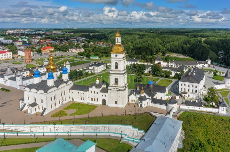 De mening van het vogeloog op Tobolsk het Kremlin in de zomerdag stock fotografie
