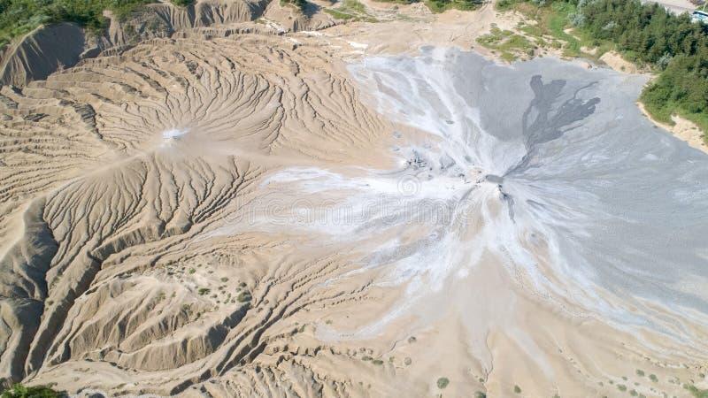 De mening van het de vulkanenlandschap van de satellietbeeldmodder van bovengenoemd satellietbeeld in Buzau Roemenië stock afbeelding
