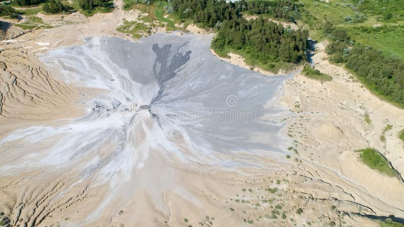 De mening van het de vulkanenlandschap van de satellietbeeldmodder van bovengenoemd satellietbeeld in Buzau Roemenië stock afbeeldingen