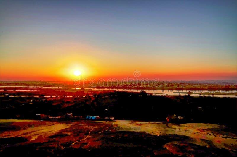 De mening van het zonsondergangpanorama aan de rivier van Nijl van de archeologische plaats van Beni Hasan in Minya, Egypte stock foto