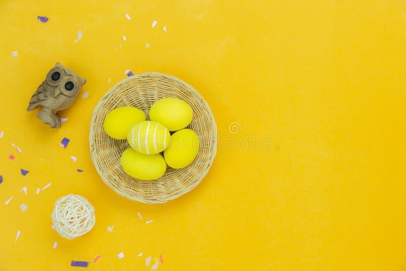 De mening van de lijstbovenkant van de vakantie van decoratie Gelukkig Pasen concept wordt geschoten dat als achtergrond stock afbeelding