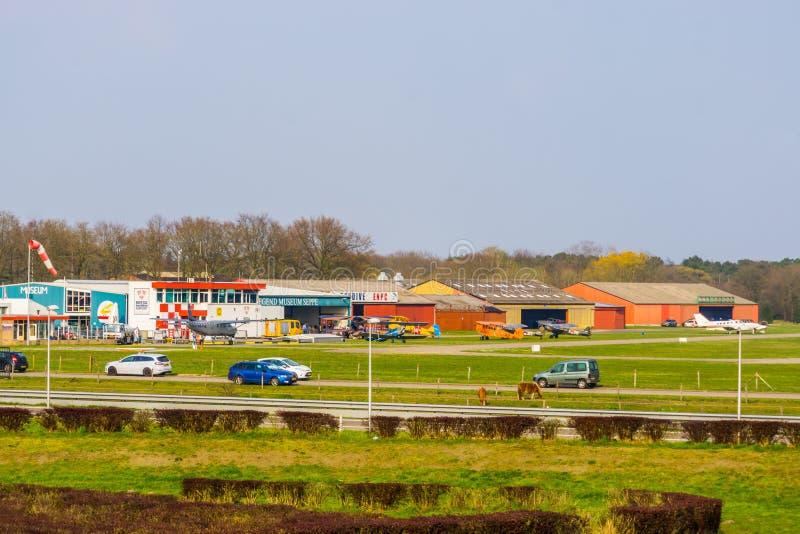 De mening van luchthaven seppe Breda van de weg, populaire recreatieve plaats, Bosschenhoofd, Nederland, 30 Maart, 2019 royalty-vrije stock afbeeldingen