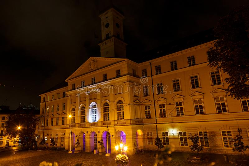 De mening van de Lvivstad, Marktvierkant, panorama van historisch stadscentrum, vakantie aan de Oekraïne royalty-vrije stock foto