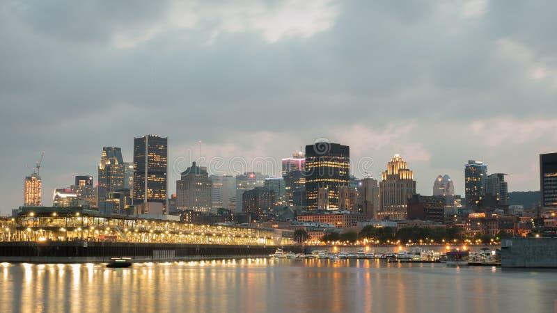 De Mening van de nachtstad van de oude haven van Montreal, Montreal, Quebec, Canada royalty-vrije stock afbeelding