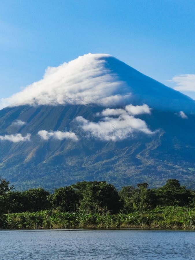 De mening van Nicaragua van het Ometepeeiland van voclano Concepción royalty-vrije stock foto