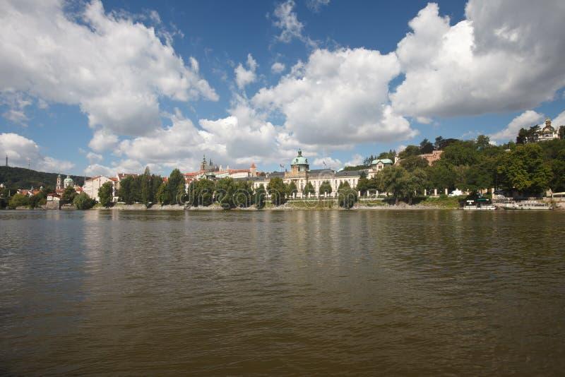 De mening van Nice van de Vltava-Rivier in Praag royalty-vrije stock afbeelding