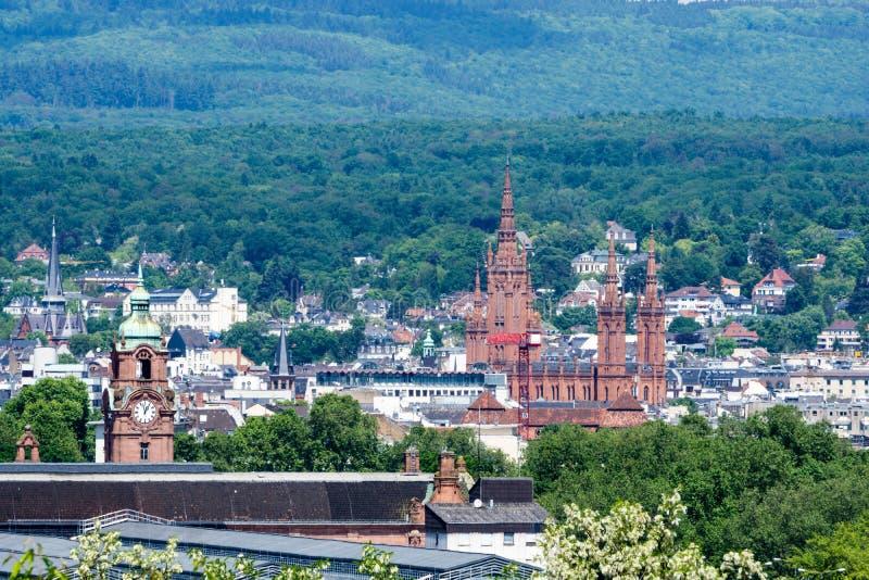 De mening van de panoramastad van Wiesbaden in Hessen Duitsland stock foto's