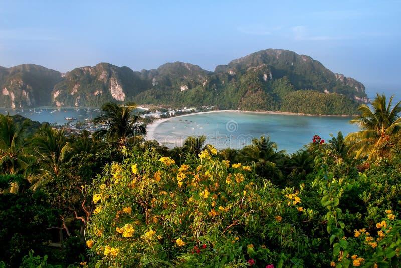 De mening van Phi Phi Don Island van overziet, Krabi-Provincie, Tha stock afbeeldingen