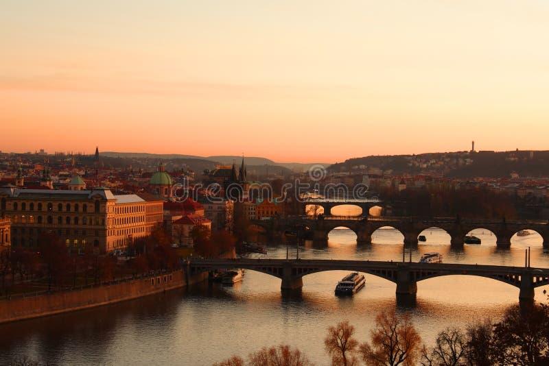 De mening van Praag. Het rode gloaming. royalty-vrije stock fotografie