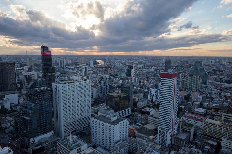 De mening van 's nachts Bangkok stock foto