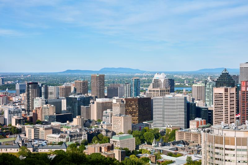 De mening van de de stadshorizon van Montreal van Onderstel Koninklijk in Quebec, Canada royalty-vrije stock foto