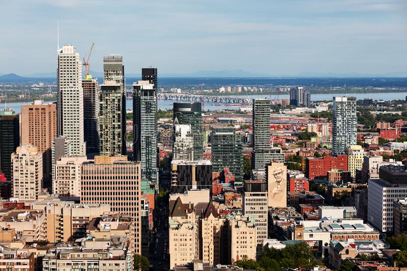 De mening van de de stadshorizon van Montreal van Onderstel Koninklijk in Quebec, Canada royalty-vrije stock foto's