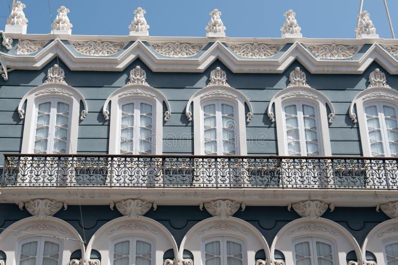 De mening van de straat Weergeven van de voorgevel van het gebouw, Las Palmas de Gran Canaria, Spanje royalty-vrije stock fotografie