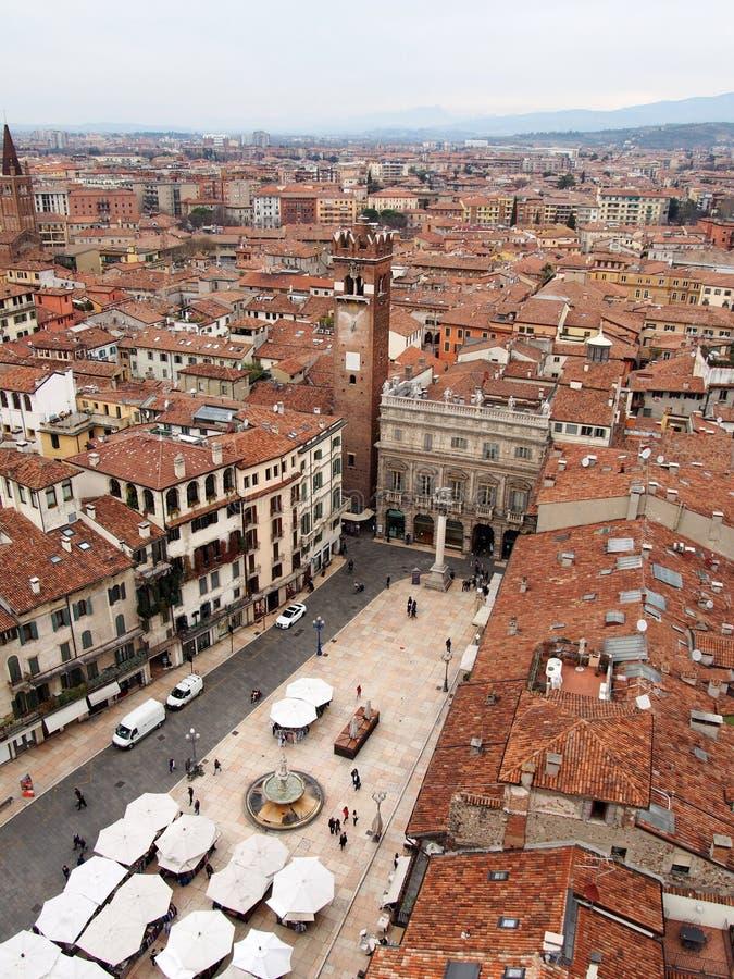 De mening van Verona over de Stad met hoofdpiazza stock fotografie