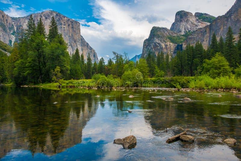De mening van de Yosemitevallei stock afbeeldingen