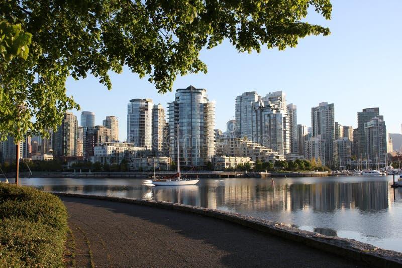 De Mening Vancouver van de Zeedijk van de ochtend stock foto's