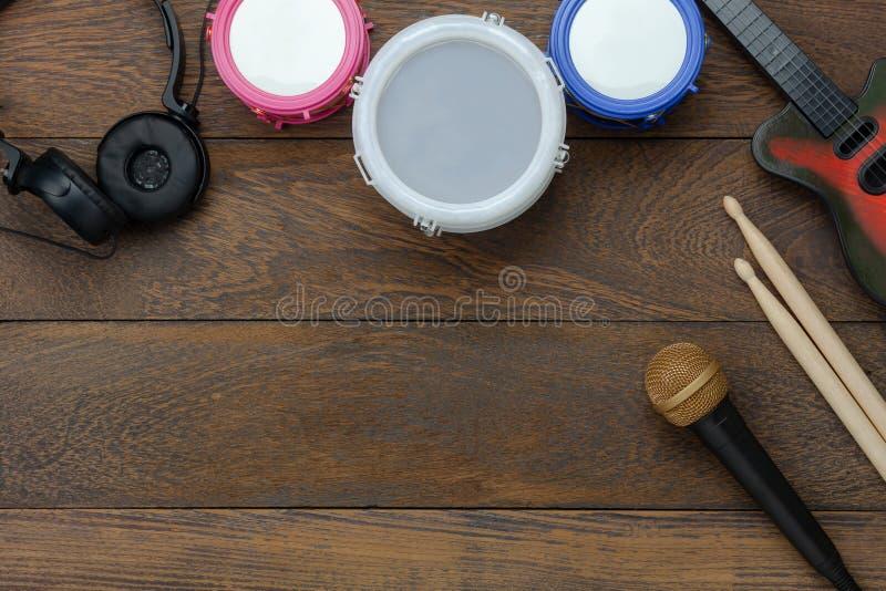 De menings luchtbeeld van de lijstbovenkant van van het achtergrond muziekinstrument concept stock afbeeldingen