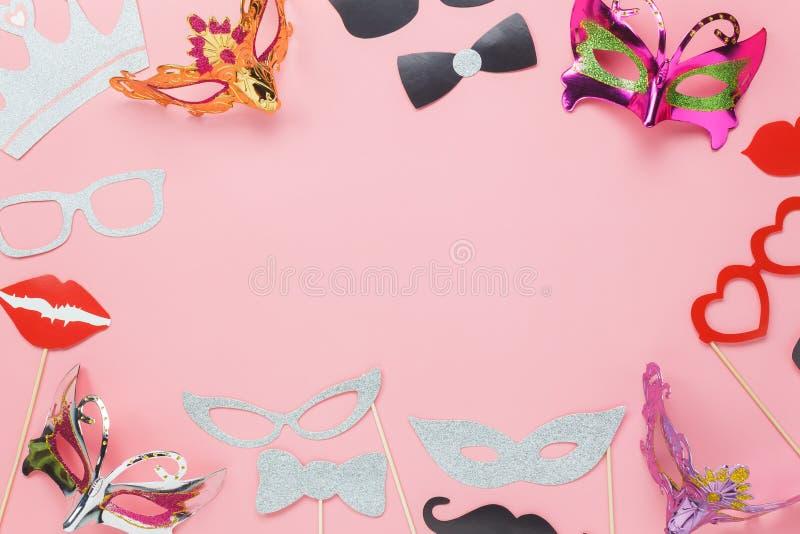 De menings luchtbeeld van de lijstbovenkant van mooi Carnaval-partijmasker royalty-vrije stock foto's