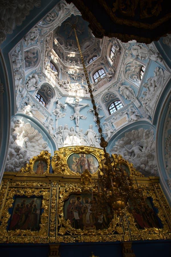 De meningsbinnenkant zegende Maagdelijke Mary Church in Dubrovitsy Rusland royalty-vrije stock afbeelding