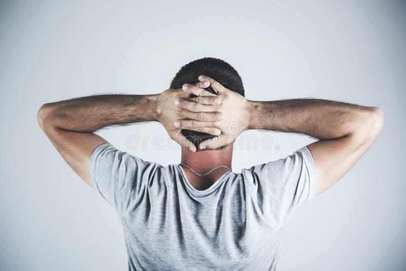 De mens dient hoofd in royalty-vrije stock fotografie