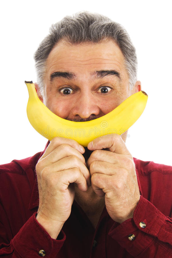 De mens houdt banaan om onder ogen te zien, imiterend glimlach royalty-vrije stock foto