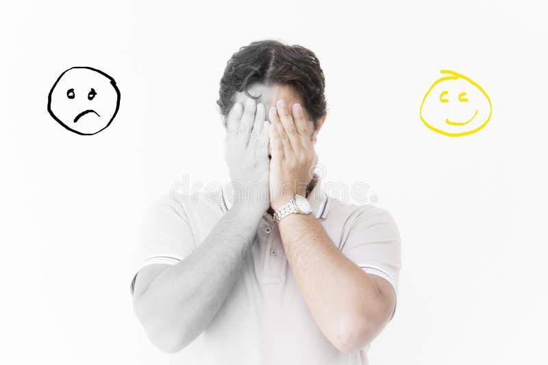 De mens houdt indient voorzijde van zijn gezicht stock foto