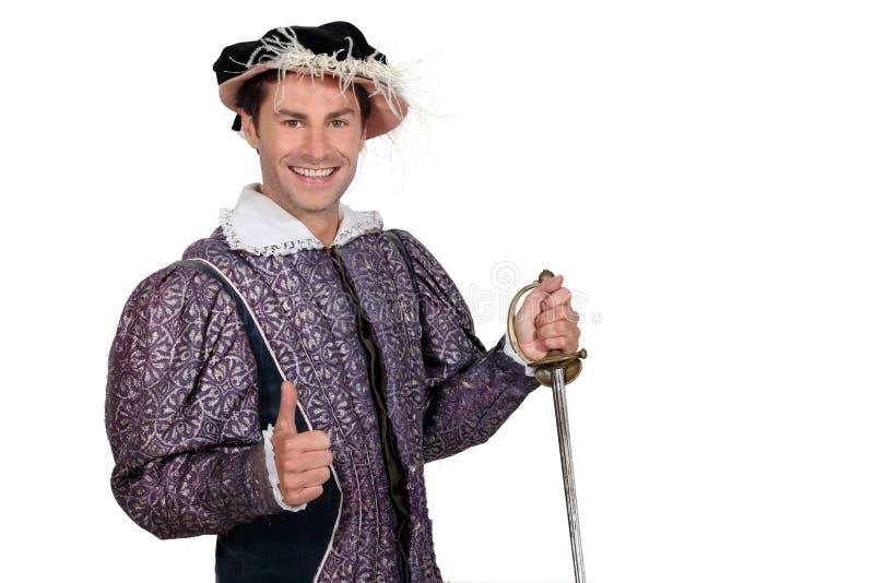 De mens kleedde zich als ridder stock afbeelding