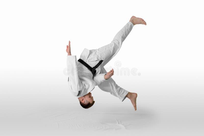 De mens oefent de aikido isolatieweg inbegrepen uit royalty-vrije stock foto