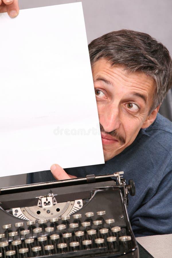 De mens toont leeg wit blad royalty-vrije stock afbeeldingen