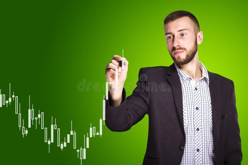 De mens trekt een grafiek royalty-vrije stock foto