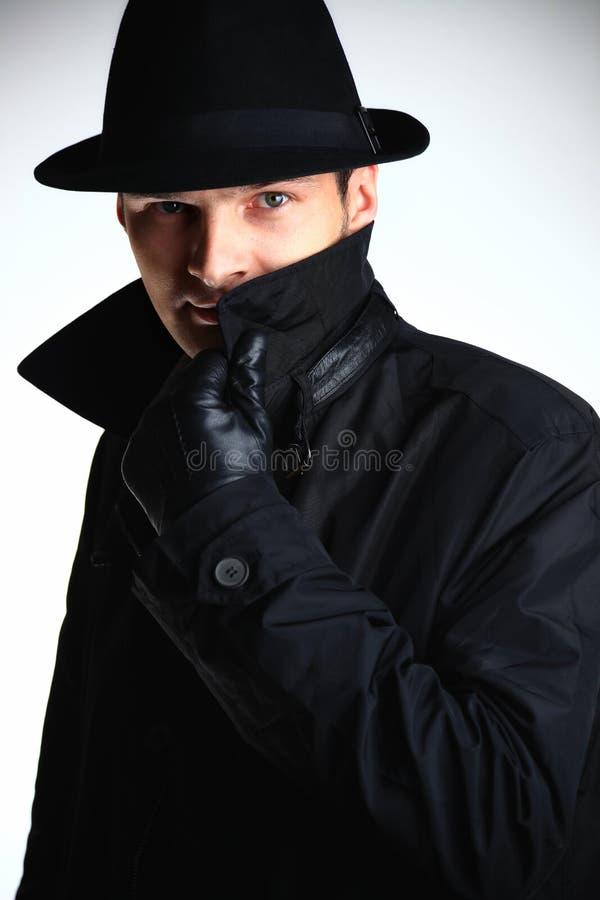 De mens van de gangster in hoed en laag stock afbeeldingen