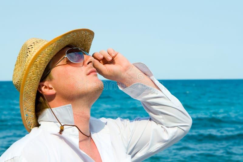 De mens van de macho met hoed royalty-vrije stock foto's