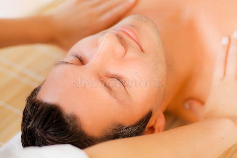 De mens van de massage royalty-vrije stock afbeelding