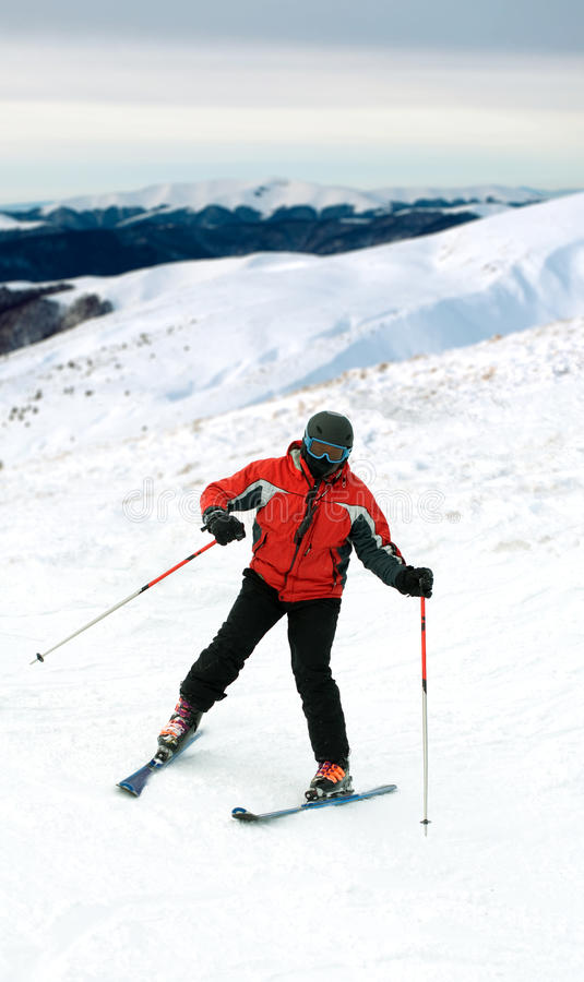 De mens van de skiër in sneeuwbergen royalty-vrije stock foto's