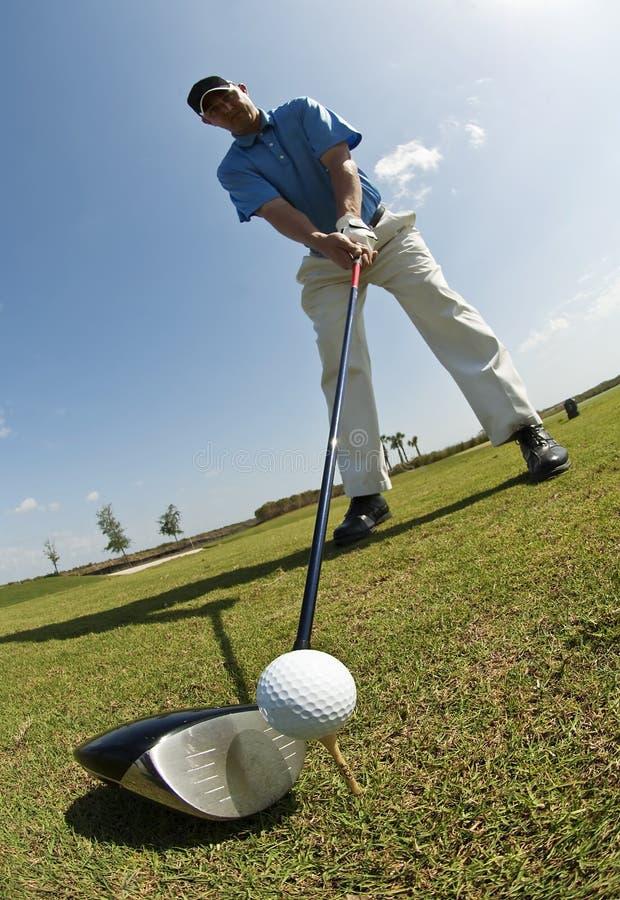 De mens van Golfing stock foto