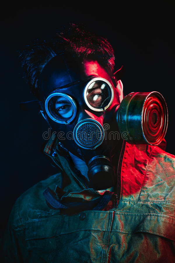 De mens van het Grungeportret in gasmasker royalty-vrije stock afbeeldingen