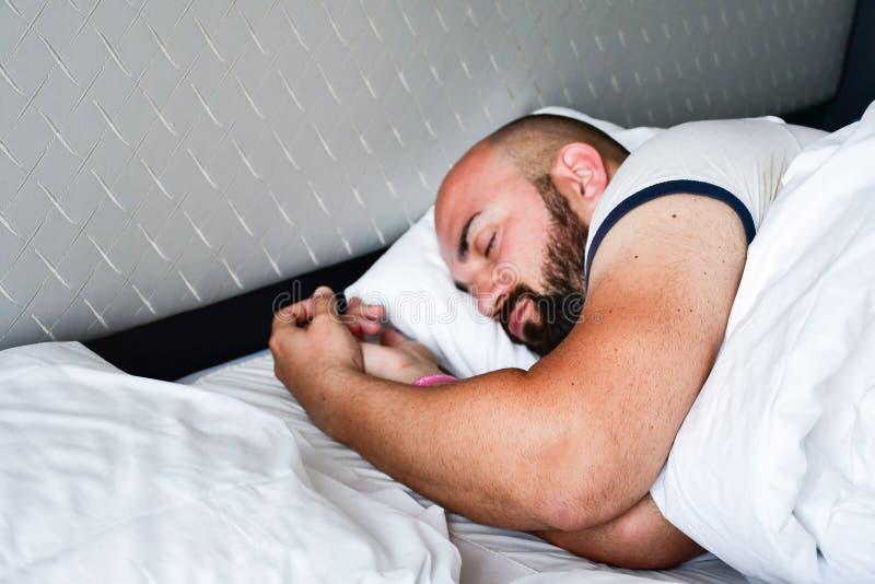 De mens van de slaap royalty-vrije stock foto