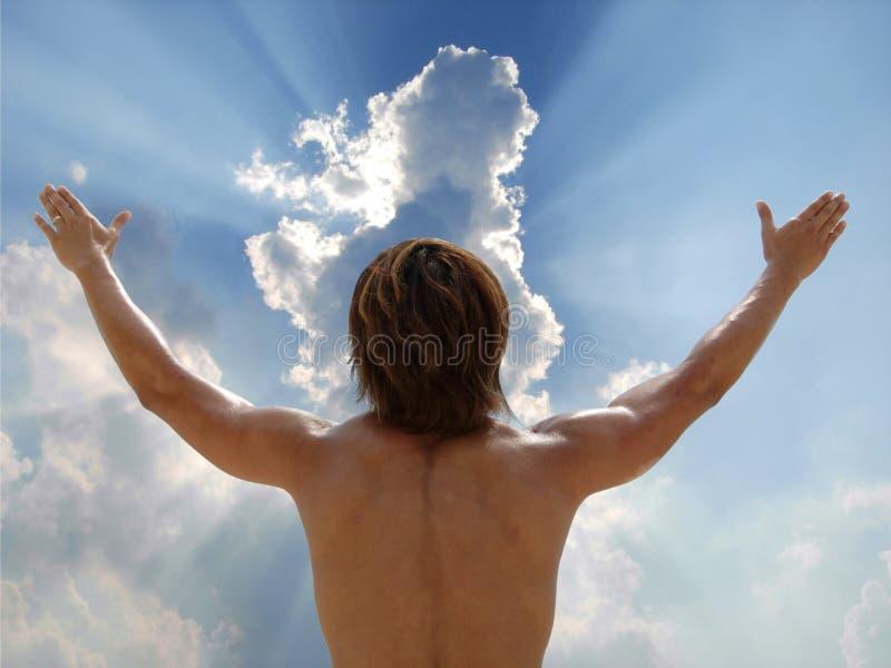 De mens verheugt zich aan hemel stock foto