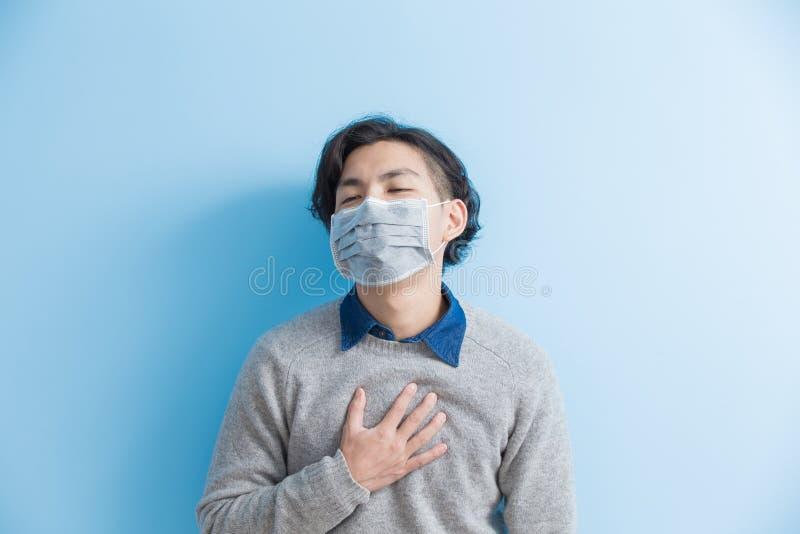 De mens voelt hartpijn stock afbeelding