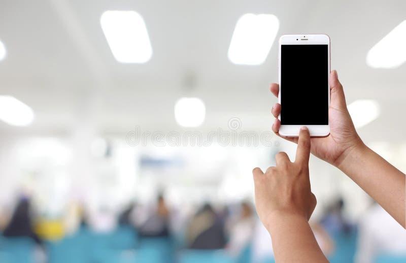 De menselijke mobiele telefoon van het handgebruik royalty-vrije stock foto's