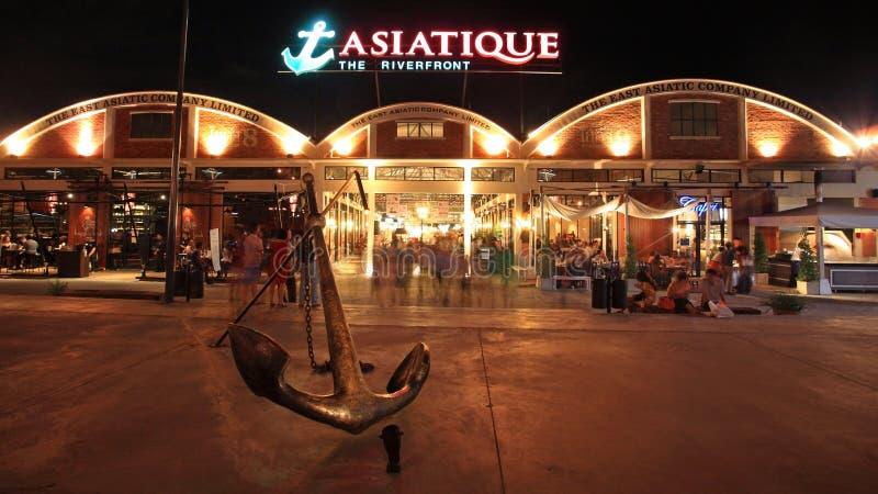de mensen bezoeken Asiatique Riverfront bij nacht royalty-vrije stock afbeeldingen