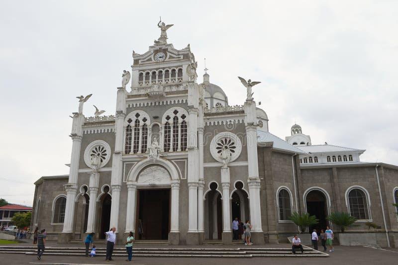 De mensen bezoeken Basilica DE Nuestra Senora DE Los Angeles in Cartago in Costa Rica royalty-vrije stock fotografie