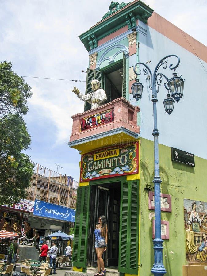 De mensen bezoeken Caminito-Straat in La Boca stock foto